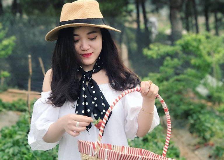 Những cô nàng xinh đẹp chia sẻ về trang trại dâu tây Chimi