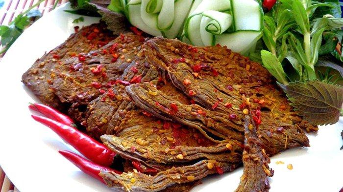 Thịt trâu gác bếp cũng là top 5 đặc sản Mộc Châu bạn nên mua