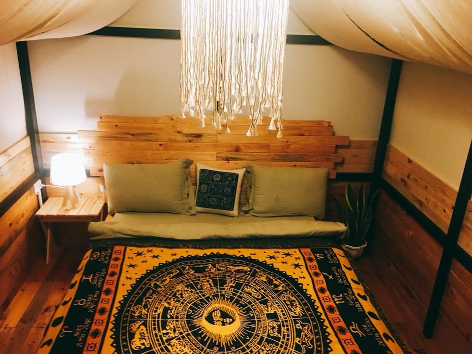 Phòng lều bạt của The November