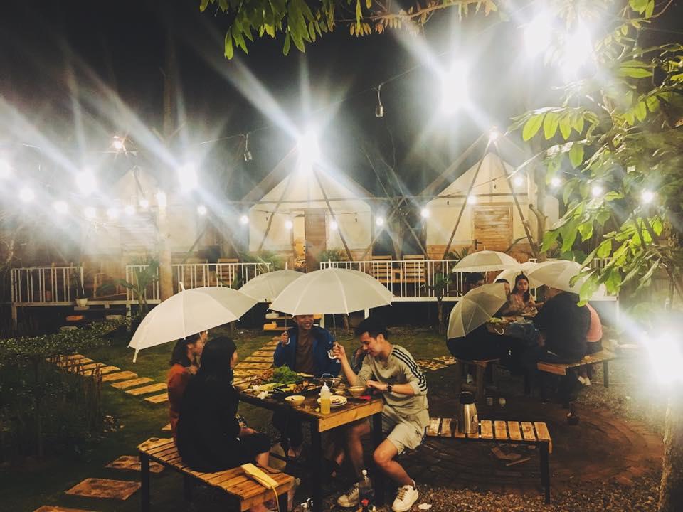 Sân vườn để các bạn đi theo nhóm đốt lủa trại ăn đồ nướng