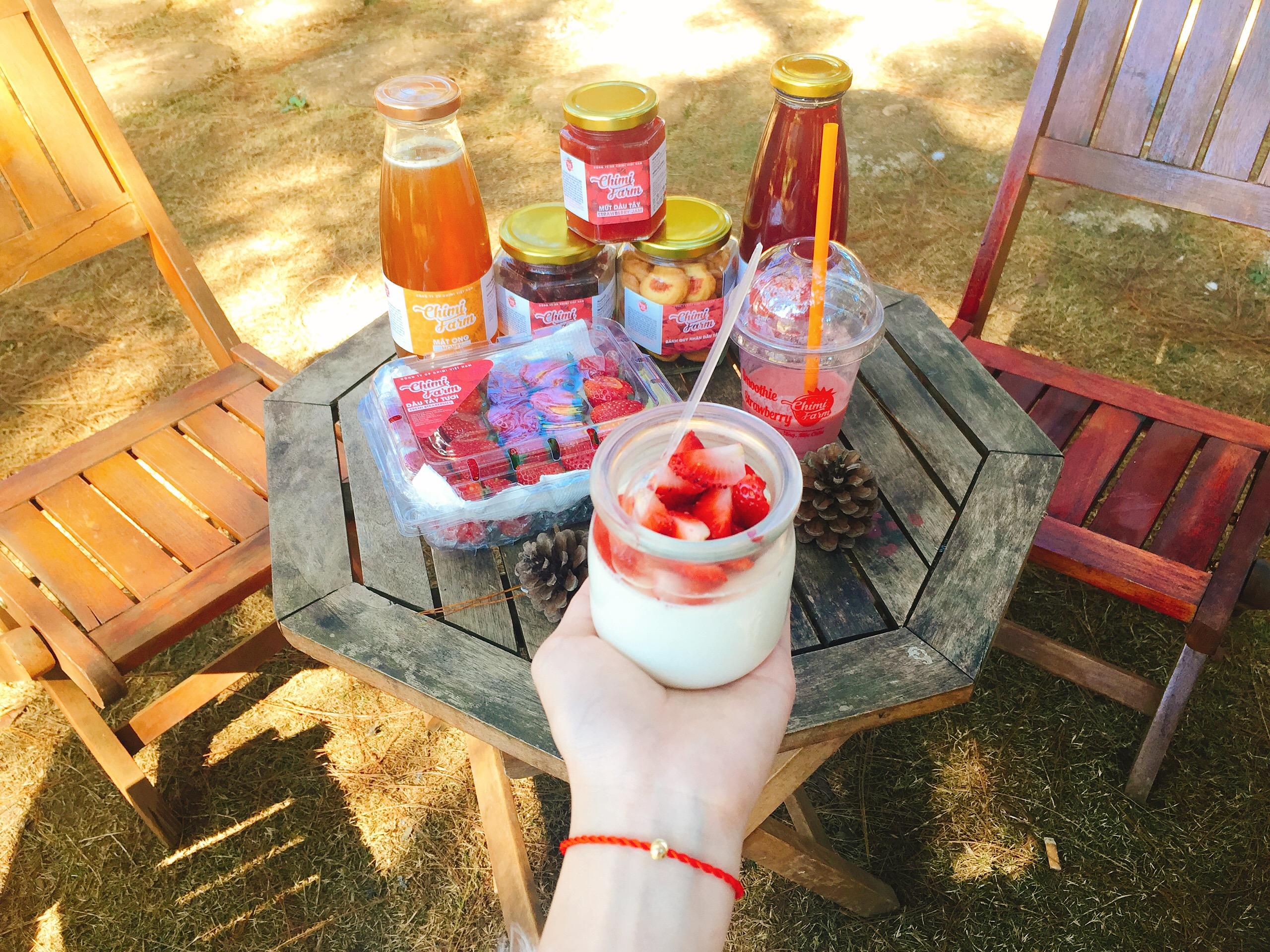 Sữa chua dâu tây tại Chimi Farm