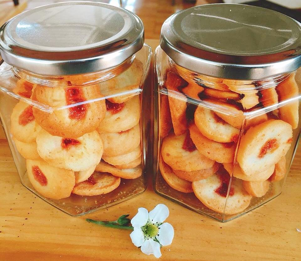 Bánh cookie dâu tây được chế biến tại nông trại