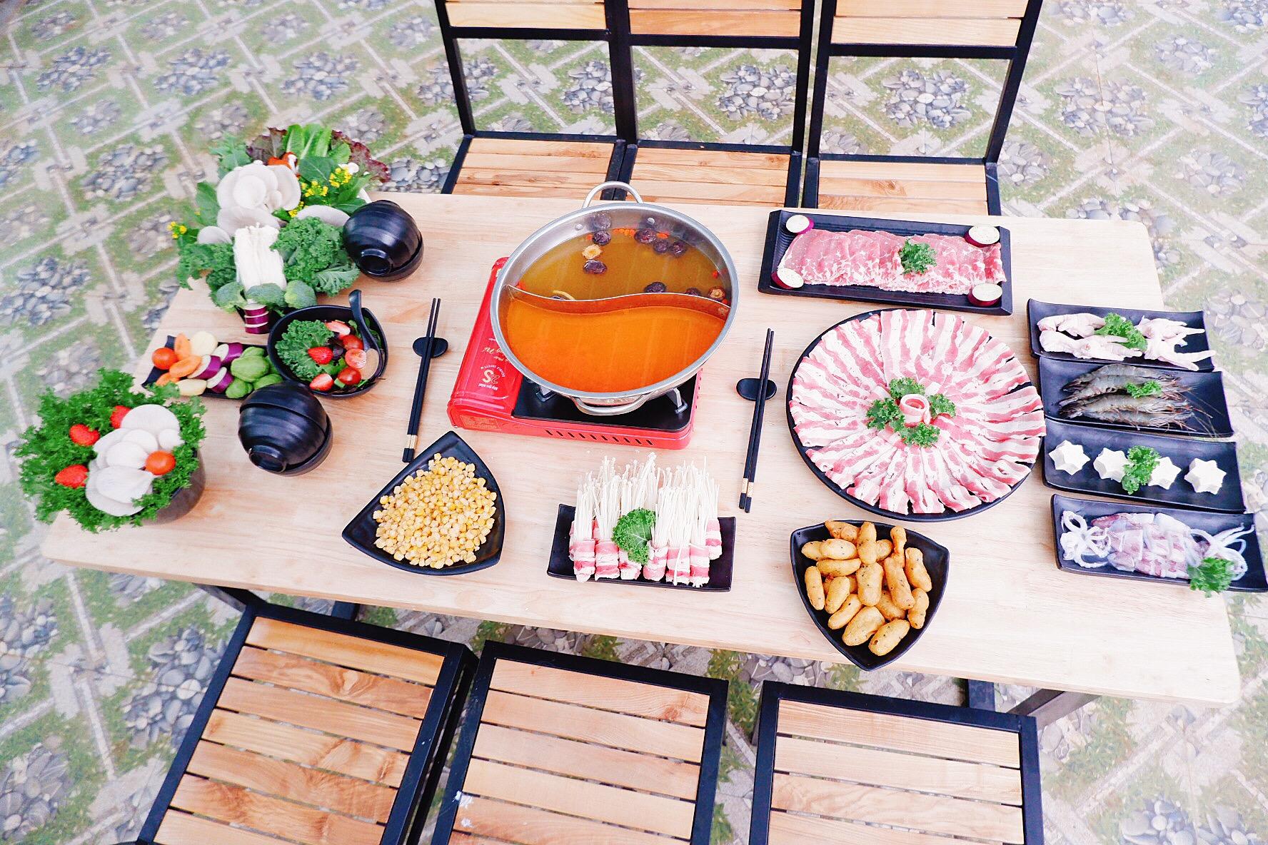Combo lẩu đầy đủ của nhà hàng Chimi