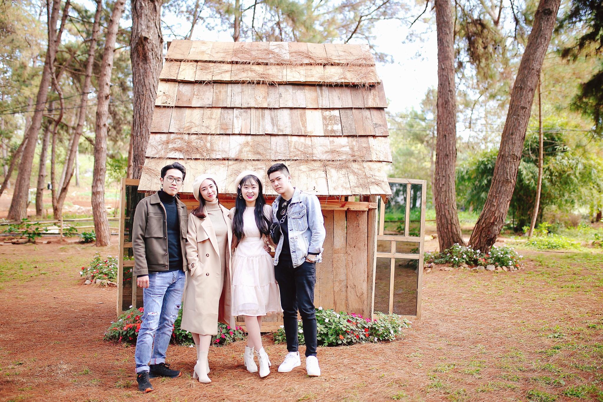 Bốn bạn trẻ đóng chính trong MV quảng bá du lịch của Chimi Farm