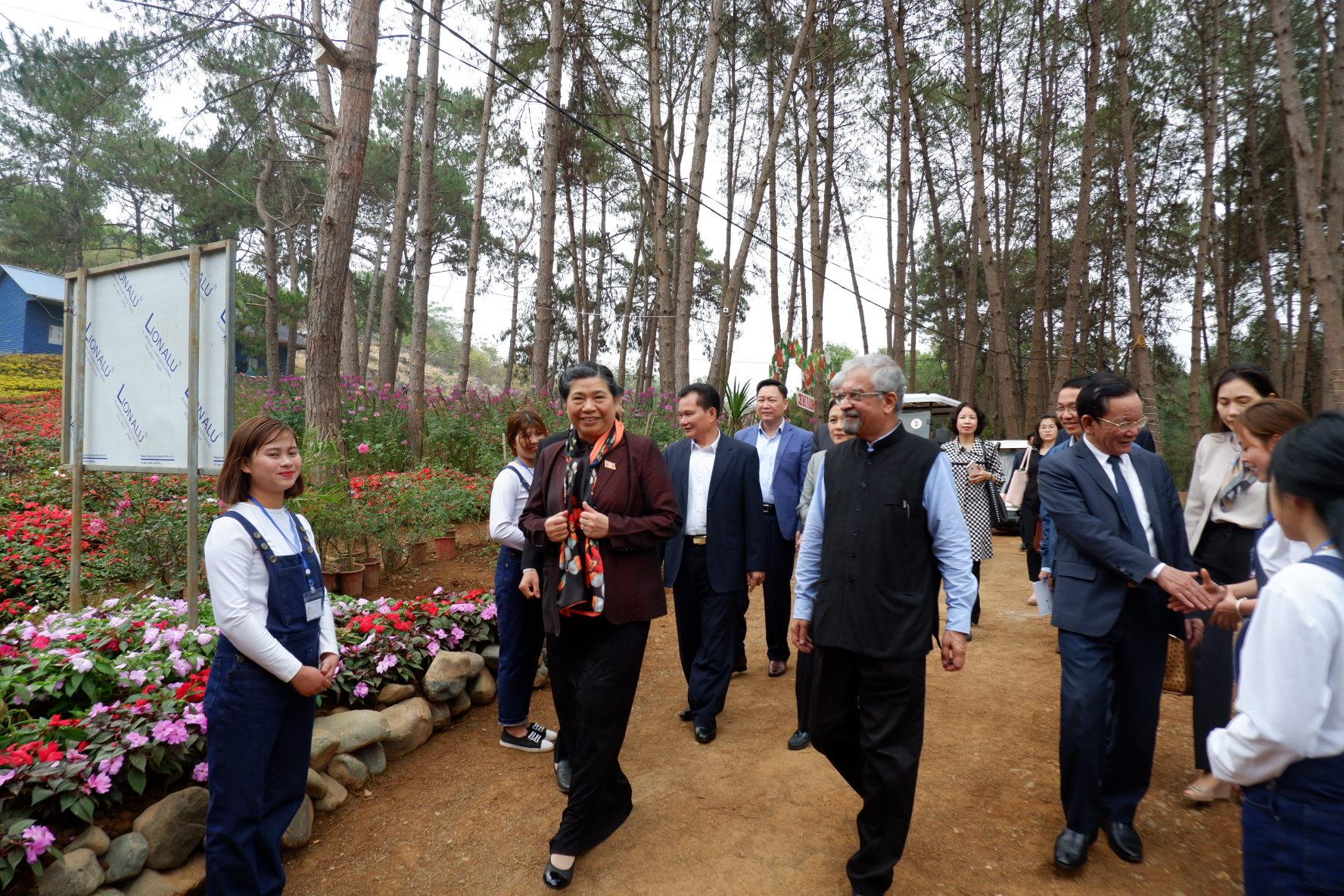 Đi cùng phó Chủ tịch Quốc hội Tòng Thị Phóng còn có ông Kamal Malhotra, Điều phối Liên Hợp Quốc tại Việt Nam