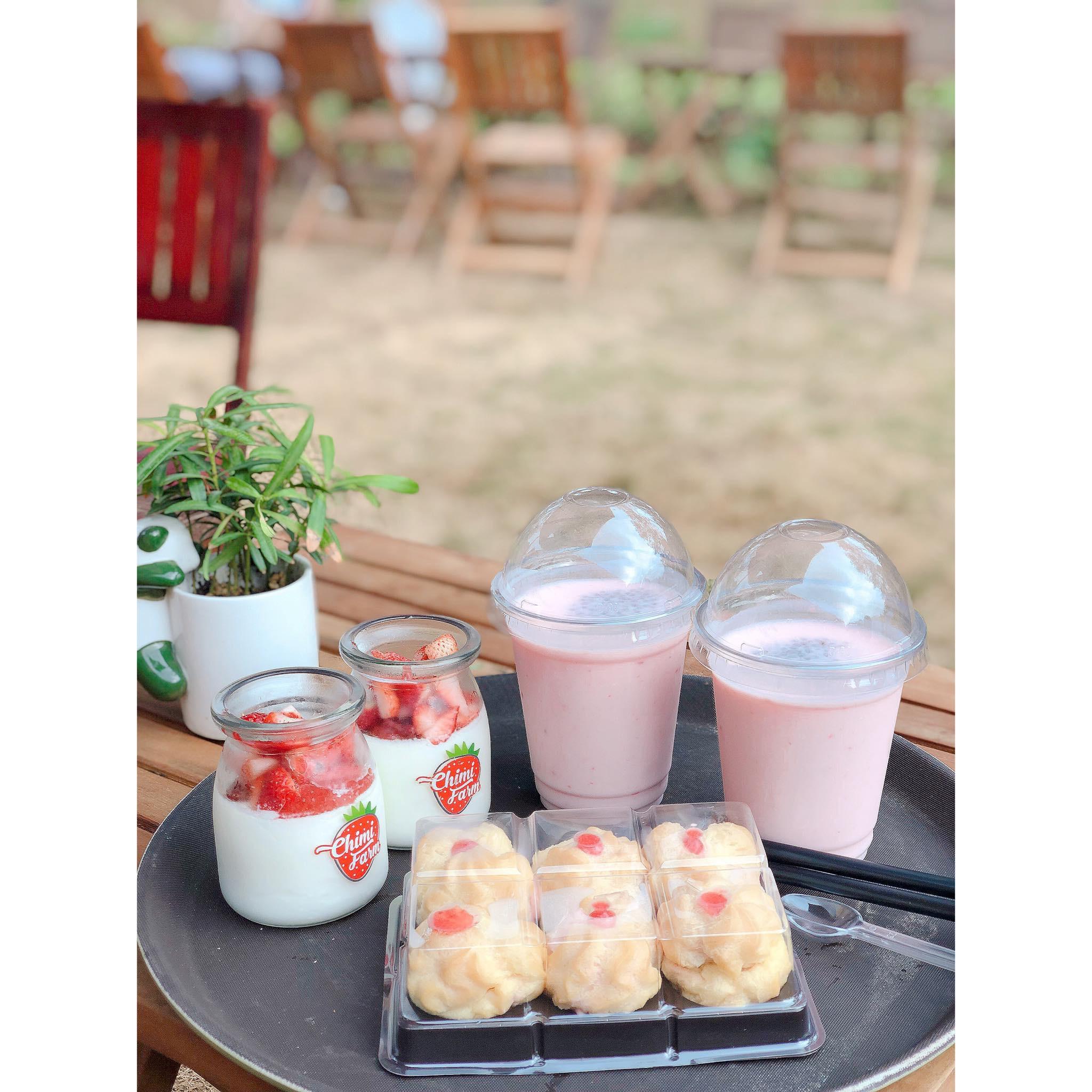 Combo bánh su kem, sữa chua và sinh tố dâu tây