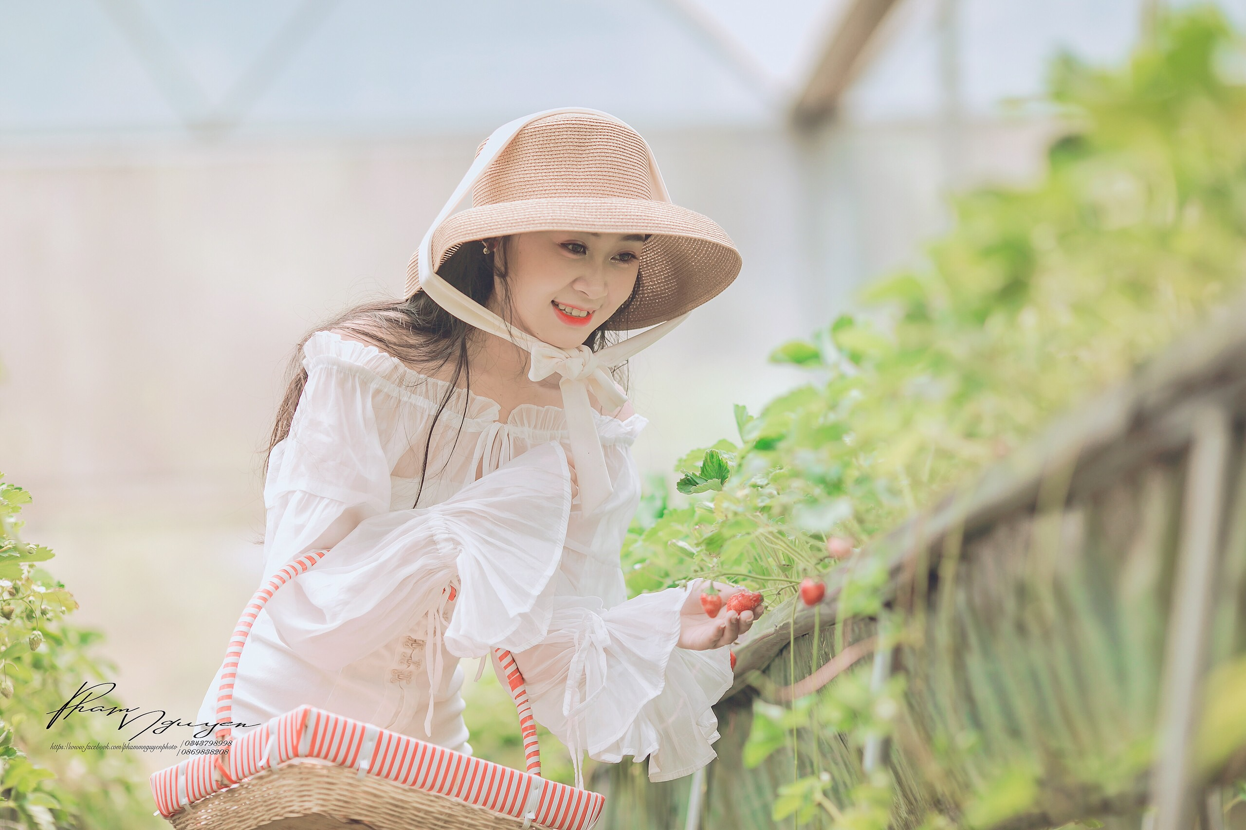 Cô nàng Thùy Dương đạt giải đặc biệt cuộc thi ảnh 'Nắm tay nhau đi khắp Chimi Farm'