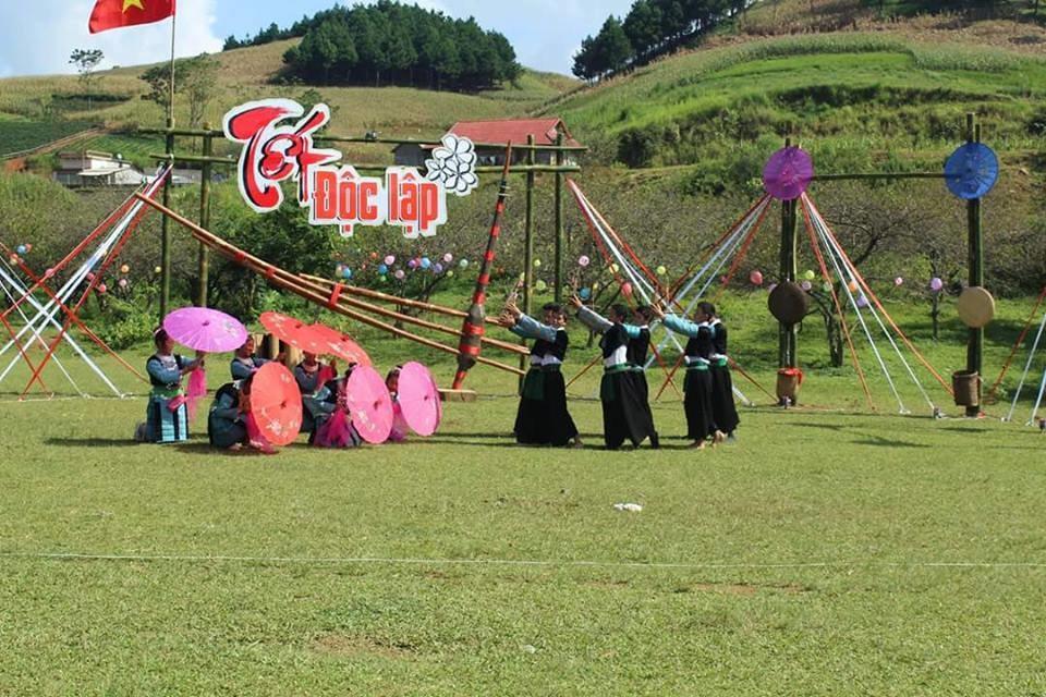Tết Độc lập của người dân tộc H'Mông tại Mộc Châu