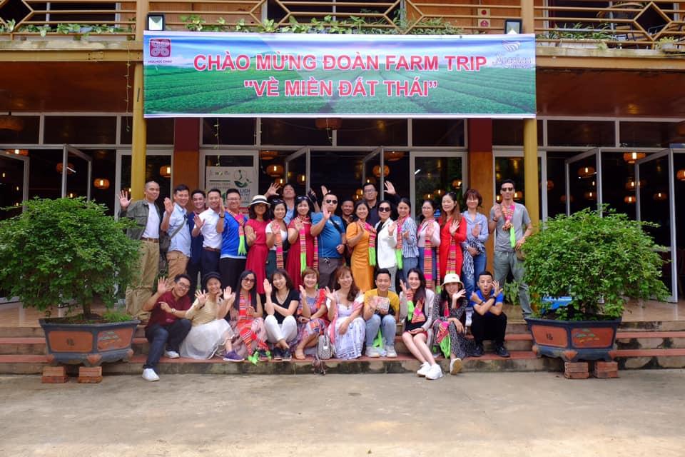 Đoàn Famtrip tại nhà hàng Hoa Mộc Châu
