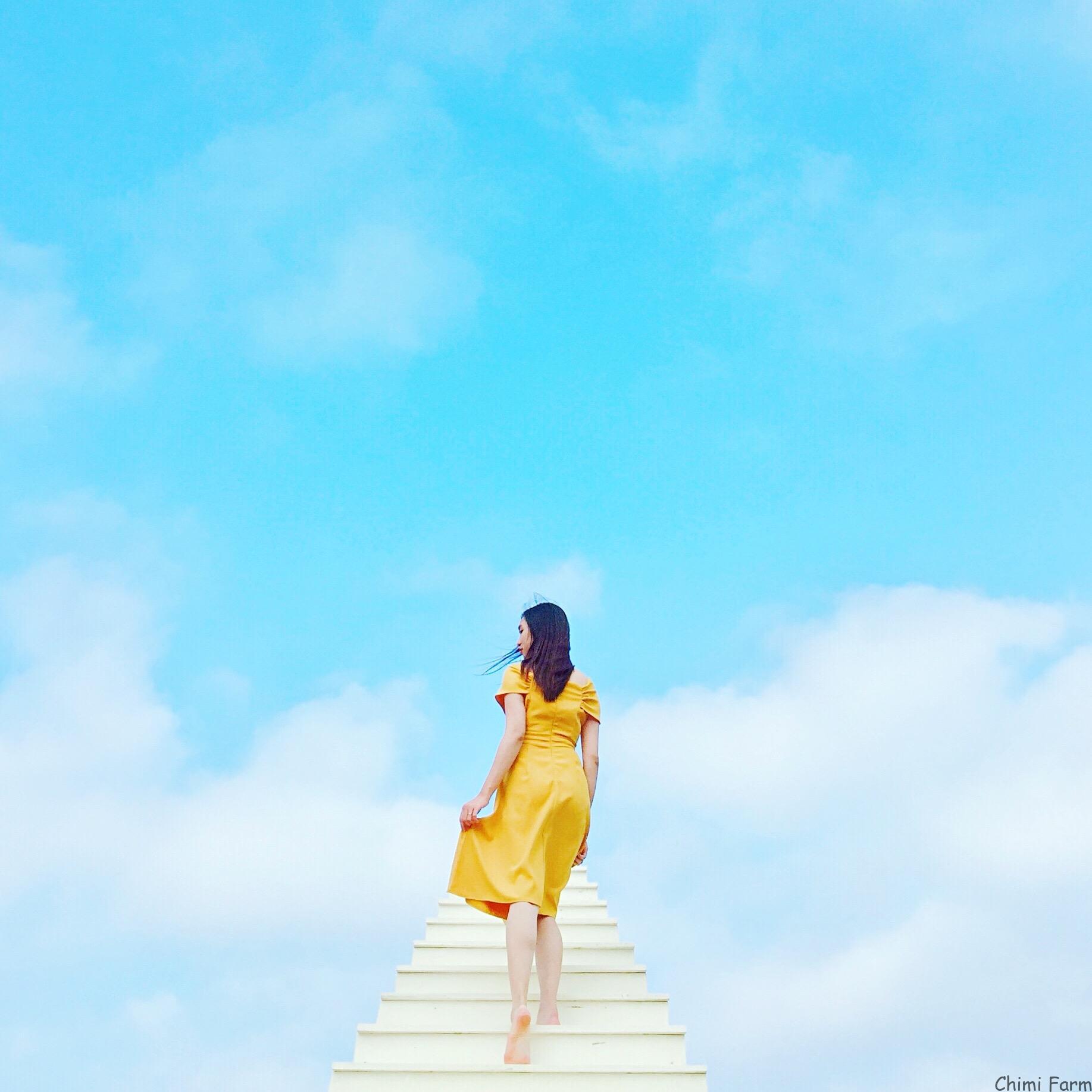 Nấc thang chỉ cần đứng vào bước đi tự nhiên cũng cho bức ảnh đẹp