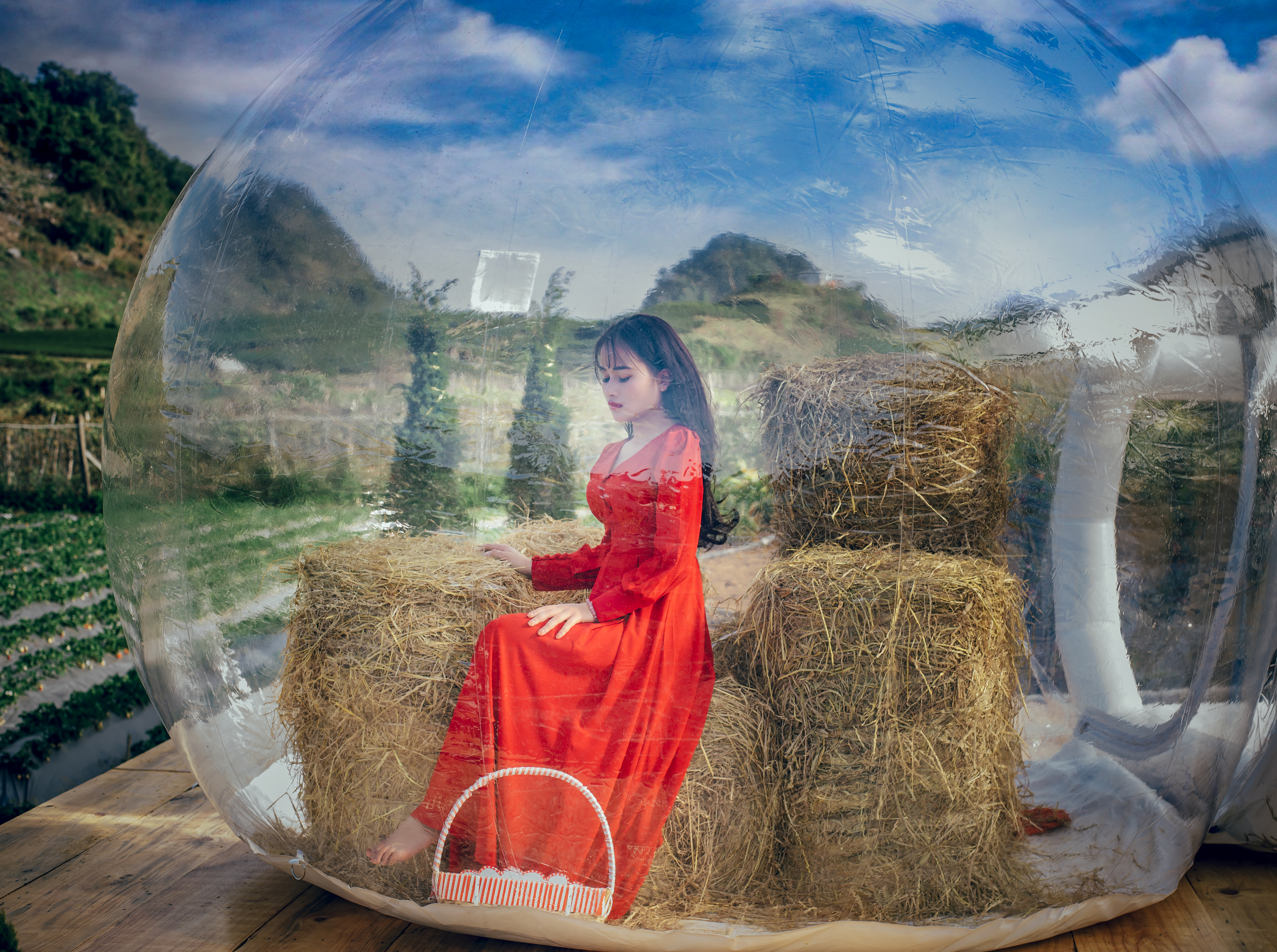 Những bộ váy theo hơi hướng cổ điển, lãng mạn sẽ phù hợp với bối cảnh