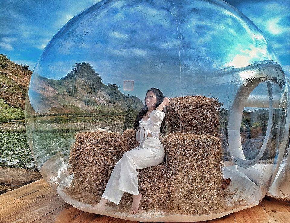 Rất nhiều các cô nàng xinh đẹp khi biết tin nhà bong bóng Bali xuất hiện đã đến check-in