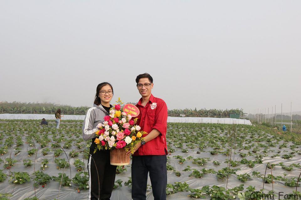 Khách hàng thân thiết đến chúc mừng Chimi Farm khai trương