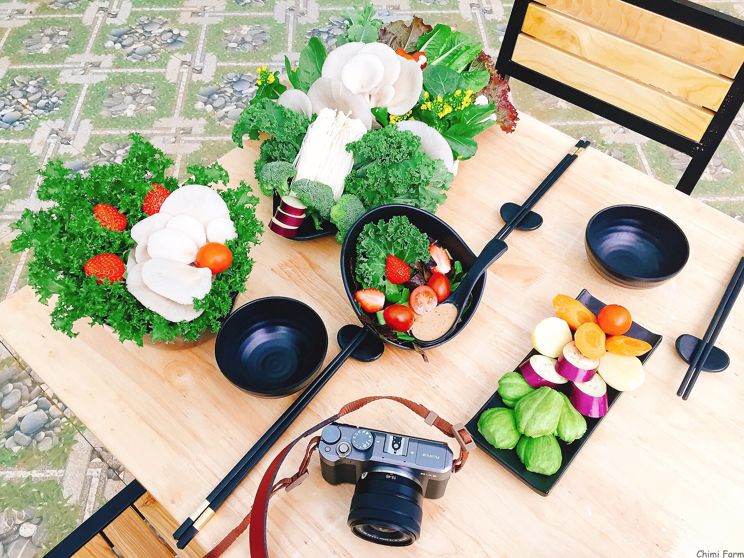 Các loại rau cải xoăn kale, salad đặc biệt