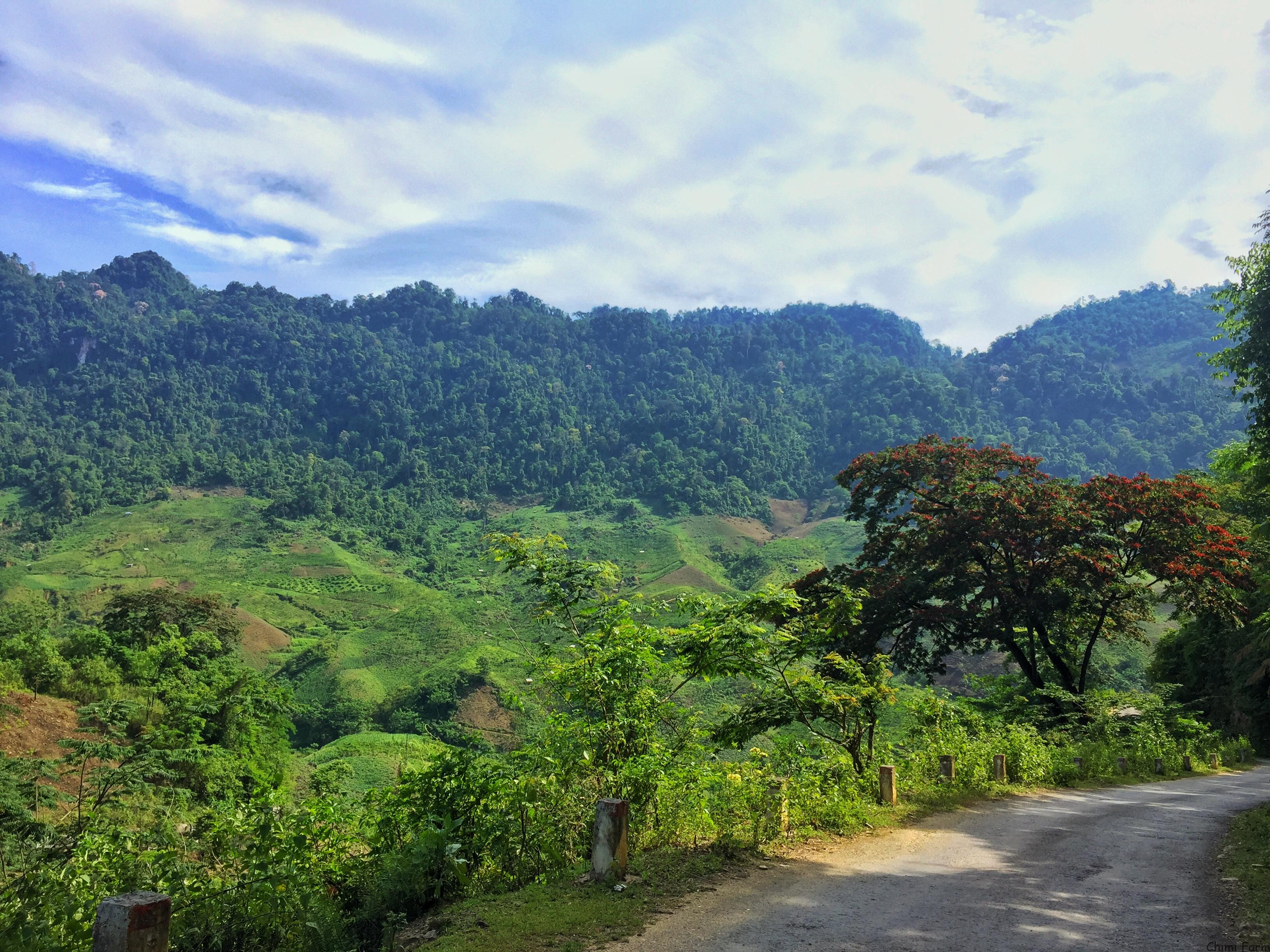 Đường đi đến thác Chiềng Khoa với nhiều cảnh thiên nhiên đẹp
