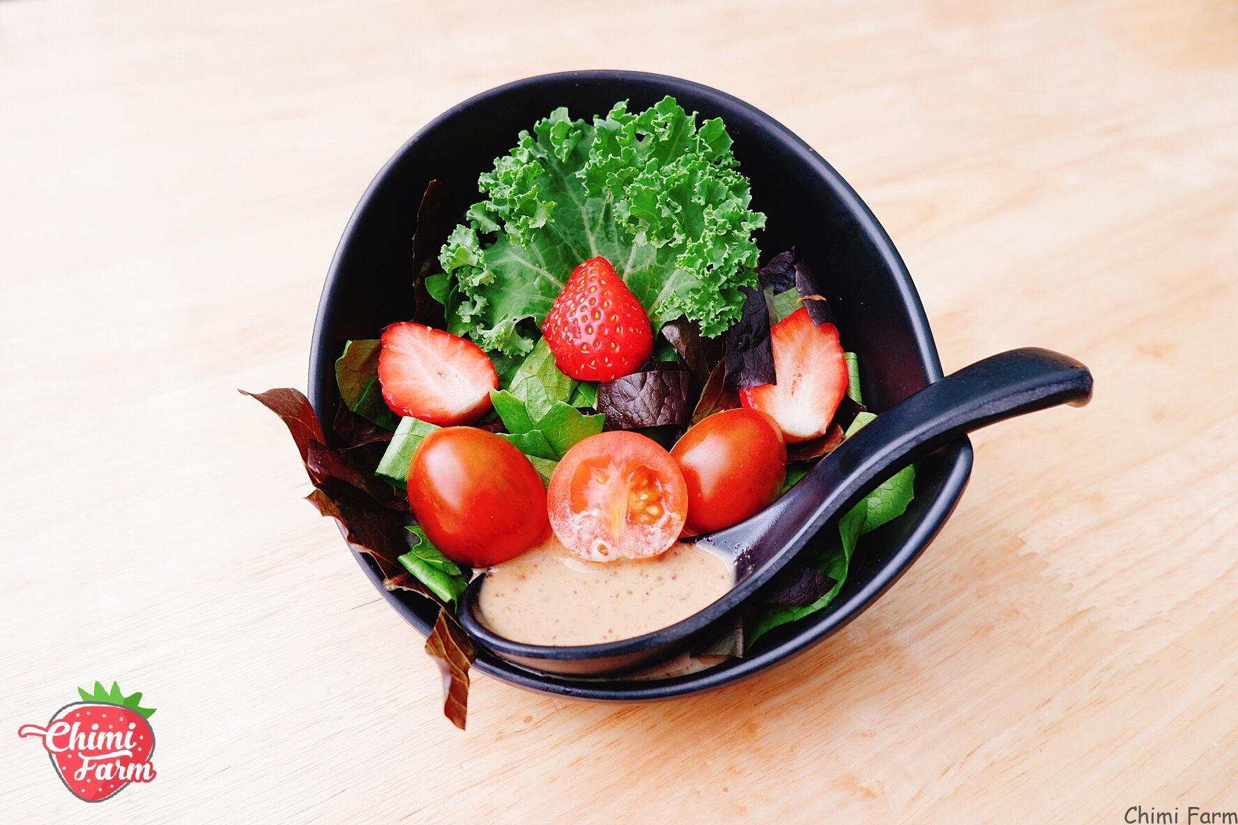 Rau cải kale làm salad giúp đẹp da, giữ dáng cho các chị em