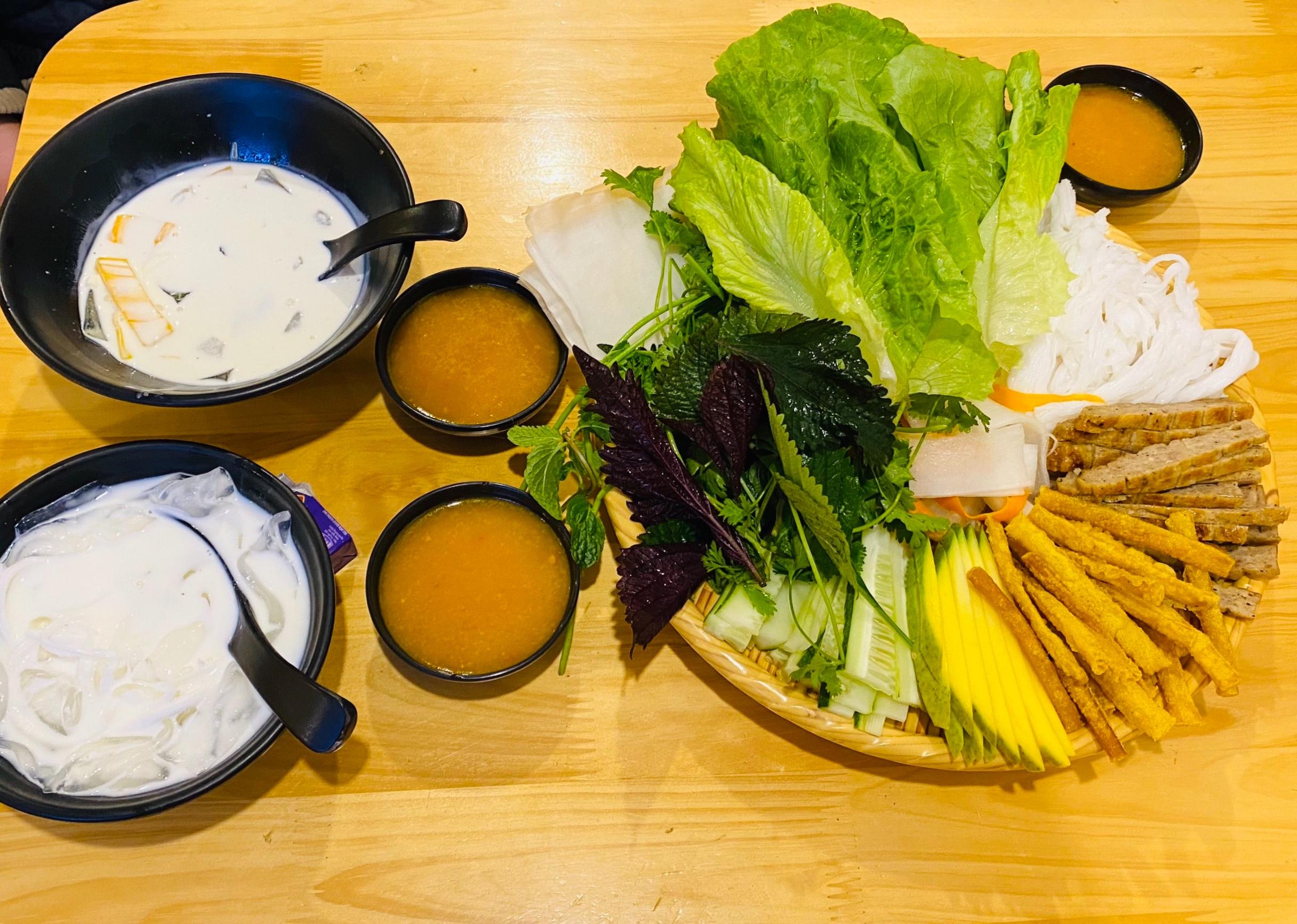 Quán coco food Mộc Châu với các món đồ ăn vặt miền Trung