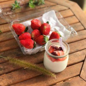 Dâu tây Mộc Châu+ Sữa chua dâu tây